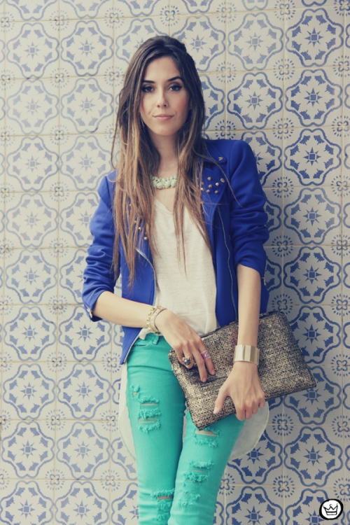 FashionCoolture 16.12.2012 Romwe  green jacket sequins clutch outfit look do dia rivets Kafé braceletes (5)