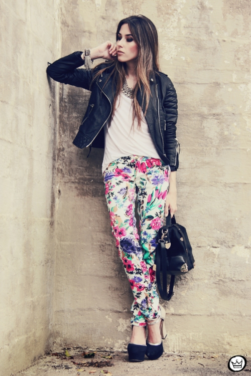 FashionCoolture 18.12.2012 floral pants Damyller leather  jacket Boda Skins Asos heels black outfit (4)