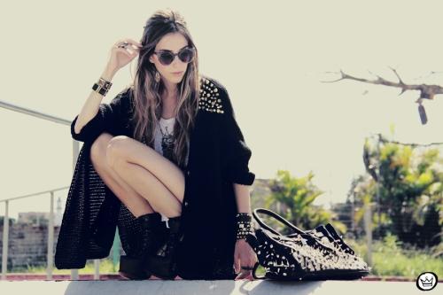 Looks diarios de bloggers y demás chicas que cuelgan en internet. - Página 17 Fashioncoolture-14-01-2013-look-du-jour-aluska-t-shirt-skull-sunglasses-spiked-studded-choies-kafc3a9-bracelets-3