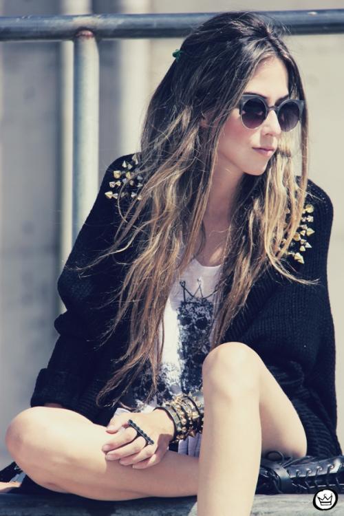 Looks diarios de bloggers y demás chicas que cuelgan en internet. - Página 17 Fashioncoolture-14-01-2013-look-du-jour-aluska-t-shirt-skull-sunglasses-spiked-studded-choies-kafc3a9-bracelets-6