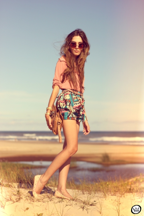 FashionCoolture - 18.01.2013 look du jour ethnic shorts beach summer outfit pattern Xiquita Bakana sunglasses rounded Kafé (1)