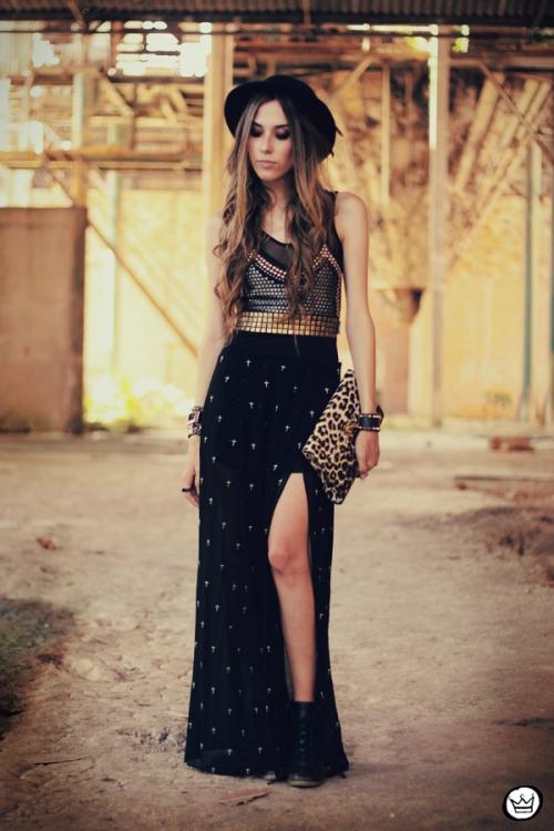 FashionCoolture 26.01.2013 - look du Jour Labellamafia body tachas Kafé spikes bracelets Timeless cross skirt  (1)