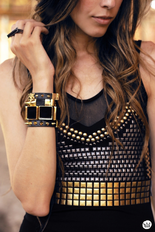 FashionCoolture 26.01.2013 - look du Jour Labellamafia body tachas Kafé spikes bracelets Timeless cross skirt  (4)
