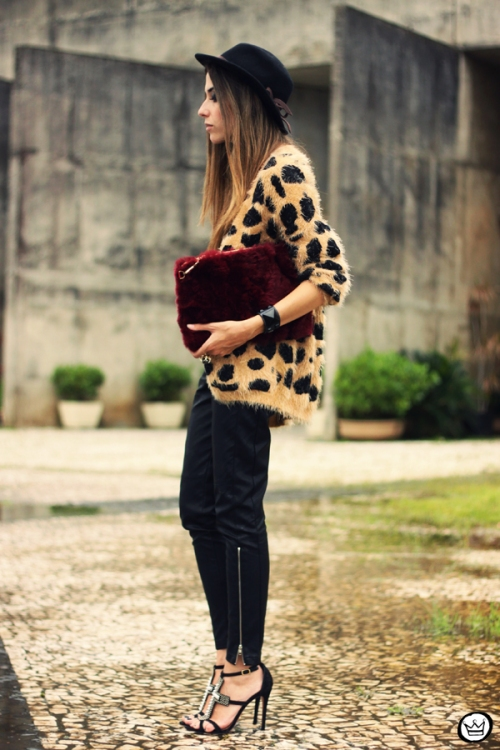 FashionCoolture - 20.03.2013 look du jour Awwdore leopard cardigan leather pants romwe schutz (1)
