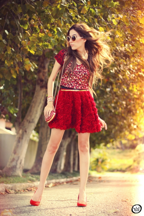 FashionCoolture - 28.03.2013 look du jour red Kodifik Paris t-shirt skirt roses heart bag Romwe (6)