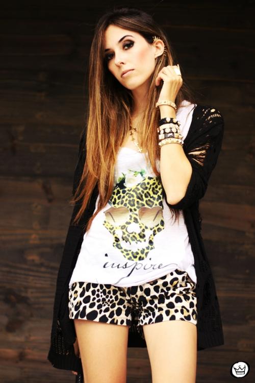 FashionCoolture - 23.04.2013 look du jour Gabriela Faraco ear cuff spikes Aluska t-shirt studded (2)
