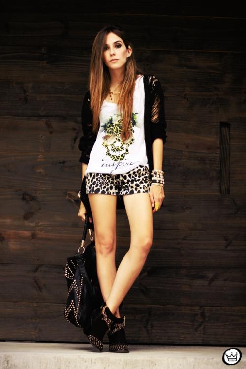 FashionCoolture - 23.04.2013 look du jour Gabriela Faraco ear cuff spikes Aluska t-shirt studded (4)