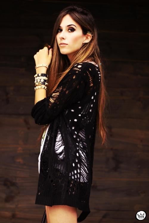FashionCoolture - 23.04.2013 look du jour Gabriela Faraco ear cuff spikes Aluska t-shirt studded (8)