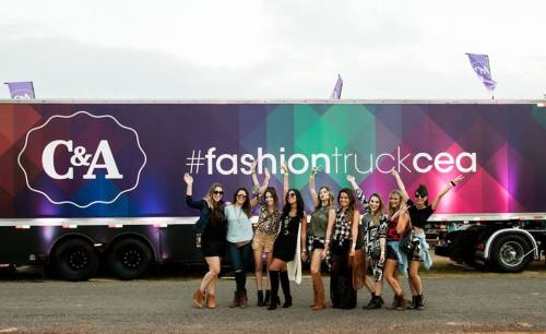 FashionCoolture - Cea Lollapalooza fashion truck bloggers (5)