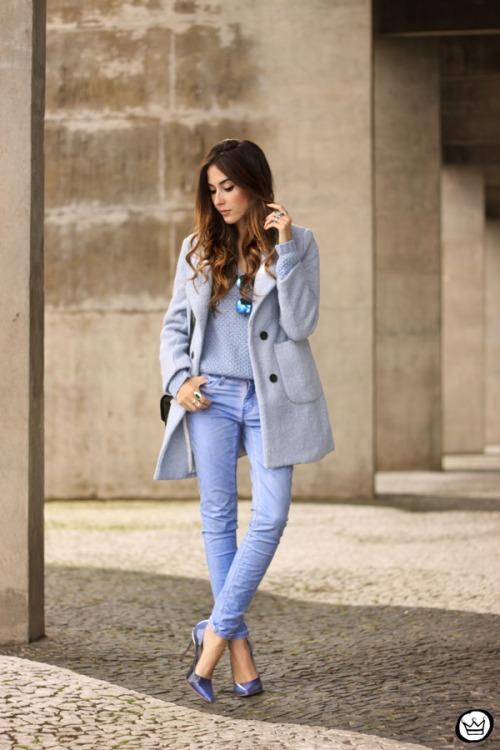 FashionCoolture - 13.05.2015 look du jour baby blue coat winter Gap monochromatic outfit (7)