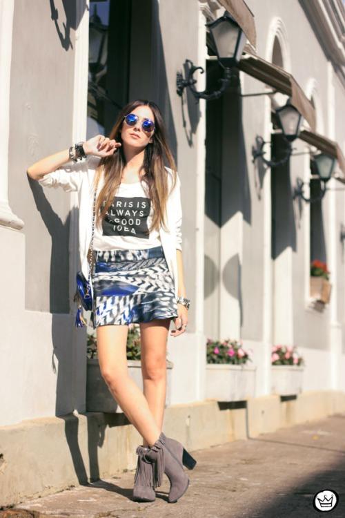 FashionCoolture - 16.05.2015 look du jour Morina blazer boyfriend t-shirt Paris printed skirt (1)