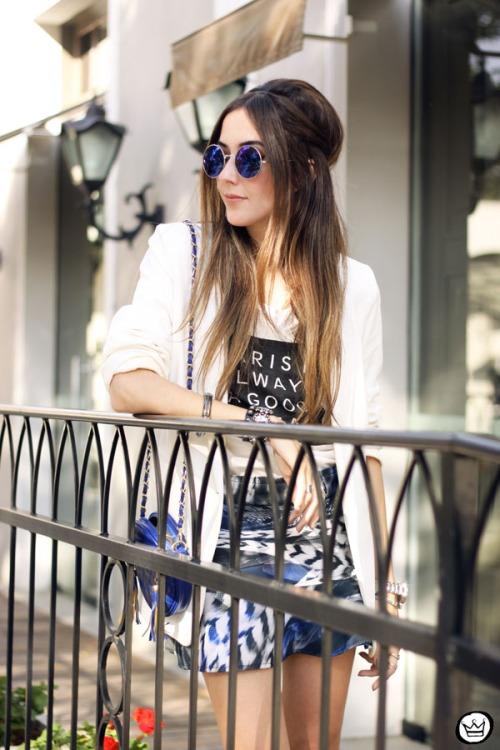 FashionCoolture - 16.05.2015 look du jour Morina blazer boyfriend t-shirt Paris printed skirt (2)