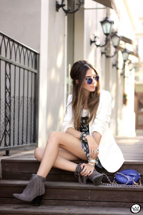 FashionCoolture - 16.05.2015 look du jour Morina blazer boyfriend t-shirt Paris printed skirt (4)