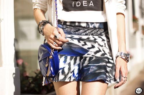 FashionCoolture - 16.05.2015 look du jour Morina blazer boyfriend t-shirt Paris printed skirt (6)