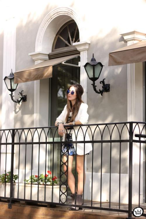FashionCoolture - 16.05.2015 look du jour Morina blazer boyfriend t-shirt Paris printed skirt (7)