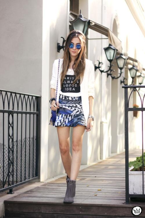 FashionCoolture - 16.05.2015 look du jour Morina blazer boyfriend t-shirt Paris printed skirt (8)